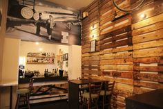Как выглядели пивные бары в начале прошлого века, именуемые у народов разных стран трактирами, покажет дизайнерская студия интерьеров mush.room, оборудовавшая по сохранившимся фотографиям бар Viejo в городе Пафос. Бар Viejo образца 1907, Пафос – Кипр