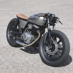 relicmotorcyclesChunky little f**cker  #xs400 #relicmotorcycles #caferacer #caferacersofinstagram #caferacerxxx#caferacergram #bratcafe #pipeburn #aarhus #denmark