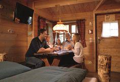 Baumhaus Sitzecke mit TV-Gerät