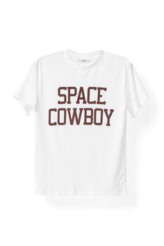 Kortærmet hvid bomulds T-shirt med sloganet  'Space Cowboy' printet på tværs af brystet i  normal pasform. T-shirten er blevet præsenteret  ved Ganni Spring/ Summer 2017 Show under  Københavns modeuge.