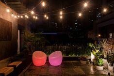 Terraço Urbano com iluminação de Lâmpadas LED Retrô