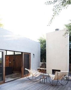 Modern design and decor inspiration for home outdoor spaces, patios, and backyards. Patio Interior, Interior Exterior, Exterior Design, Interior Architecture, Room Interior, Outdoor Rooms, Outdoor Living, Outdoor Decor, Outdoor Kitchens