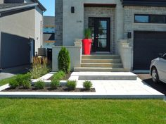 This kind of photo is truly a notable design principle. Front Door Landscaping, Front Yard Walkway, Driveway Landscaping, Modern Landscaping, Outdoor Landscaping, Front Steps, House Landscape, Front Entrances, Yard Design