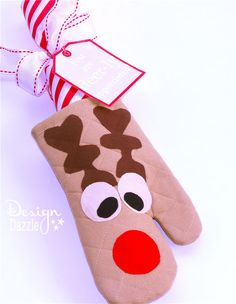 """Simple instructions on how to make a """" You are deer-ly appreciated"""" oven mitt gift. Free printables. Design Dazzle #christmascrafts #dollarstorecrafts #christmasprintables"""