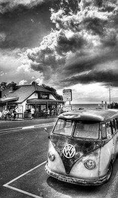 Photography noir et blanc voiture Trendy Ideas Black And White Picture Wall, Black And White Pictures, Images Vintage, Vintage Photographs, B&w Wallpaper, Black And White Aesthetic, Vw T1, Monochrom, Street Photography