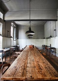 Restaurant with rustic french communal table Public Restaurant, Deco Restaurant, Restaurant Design, Public Nyc, Restaurant Tables, Restaurant Lighting, Modern Restaurant, Design Hotel, French Table