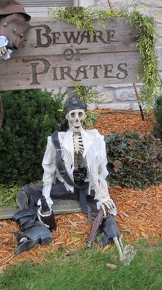 Prop Showcase: - Pirates - I invoke the right of Parley! Pirate Halloween Decorations, Halloween Yard Displays, Pirate Halloween Party, Halloween Lawn, Pirate Decor, Halloween Forum, Pirate Birthday, Outdoor Halloween, Pirate Theme