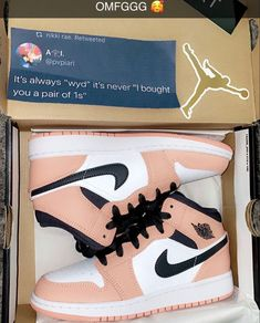 Cute Nike Shoes, Cute Nikes, Cute Sneakers, Shoes Sneakers, Jordan Shoes Girls, Girls Shoes, Mode Adidas, Swag Shoes, Nike Shoes Air Force