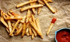 Domácí hranolky Deep Fried French Fries, French Fries At Home, Healthy French Fries, Cooking French Fries, Best French Fries, French Fries Recipe, Homemade French Fries, Sweet Potato Pancakes, Sweet Potato Casserole