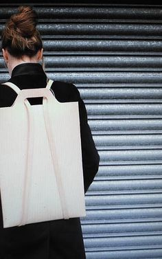 A chic leather backpack, only for your laptop - .- A chic leather backpack, just for your laptop – # for - Bag In Bag, Minimalist Bag, Backpack Bags, Laptop Backpack, Duffle Bags, Messenger Bags, Chic Backpack, Leather Projects, Leather Craft