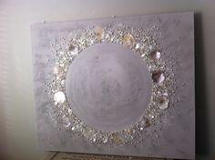 Leuk om zelf te maken   schilderijen met schelpen. Handgemaakt via hethippehuis Door cindyklaas Glitter Wall Art, Glitter Canvas, Diy Canvas, Canvas Wall Art, Diy Wall Art, Diy Art, Glue Art, Turkish Art, Shell Art
