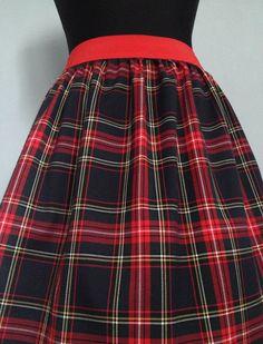 """Kostkovaná+Sukně+""""Lovely+Scottish...""""#7+Krásná+kostkovaná+sukně:+tmavě-modrá/červená.+Vhodná+na+chladnější+počasí:+podzim/jaro,+praktická+a+velice+pohodlná.+Sukně+se+dá+nosit+v+pase+nebo+na+bocích.+-+Materiál:+65%+polyester,+32%+viskoza,+3%+spandex+-+Obvod+pasu+68-100cm+-+V+pase+s+gumičkou+šíře+5cm+(barva:+červená)+-+Celková+délka+cca+50-51cm(délku+můžu+upravit..."""