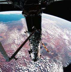 25 anos após o lançamento, temos imagens incríveis feitas do espaço. Confira!