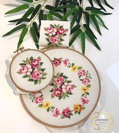Yeni modelimiz 🌟🌟🌟 #goblenkanavice 🌟#carpiisi Cross Stitch Rose, Goblin, Illustrations Posters, Baby Dress, Embroidery Stitches, Pot Holders, Needlework, Decorative Plates, Wreaths