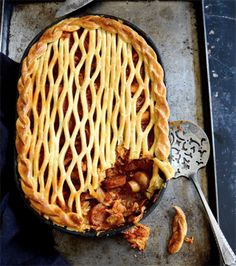 Spanish chicken pie with chorizo mushrooms and sweet peppers in a spicy tomato sauce topped with buttery shortcrust pastry Best Chicken Recipes, Pie Recipes, Savoury Recipes, Yummy Recipes, Spanish Chicken, Spicy Tomato Sauce, Savory Tart, Shortcrust Pastry, Savoury Baking