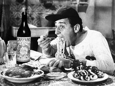 Food and celebrities: Alberto Sordi likes spaghetti!