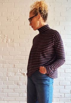 Looking for a turtleneck sewing pattern? The Monroe Turtleneck by Tessuti Fabrics is perfect, read sewing pattern reviews here!