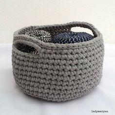 ladymaryan: mis cestos de trapillo: crochet baskets