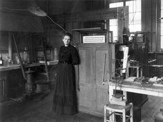 Marie Curie - Rex Shutterstock放射性物質(19世紀初頭) 日本ではキュリー夫人の名で親しまれる、フランス出身の偉大な科学者のマリー・キュリーは、放射能や放射性物質のラジウムやポロ二ウムを発見、女性として初のノーベル賞受賞者となった。