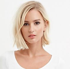Blunt bob Stumpfer Bob , Blunt bob , Style me Beautiful: Hair, Nails & Beauty Source by AcHKent. Trending Hairstyles, Pretty Hairstyles, Hairstyle Ideas, Hair Day, New Hair, Short Hair Cuts, Short Hair Styles, Bob Hair Cuts, Blunt Bob Haircuts