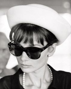 Love the timeless sunglasses. Love #Audrey Hepburn