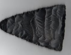 The ancient art of flintknapping brought to modern times. Several galleries of modern lithic art of modern made arrowheads, knife blades, and knives. Flint Knapping, Ancient Art, Archaeology, Art Pieces, Tools, Stone, Gallery, Modern, Old Art