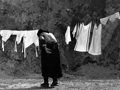 Photo by Martin Martinček Alfred Stieglitz, Women In History, White Fabrics, Old Photos, Monochrome, Photo Galleries, Nostalgia, Black And White, Youtube