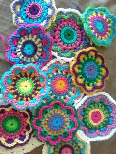 Bursting Blooms Flower Mandala- free pattern – the sparkly toad crochet pattern for this fun mandala Love how this pattern uses embroidery crochet! Lots of colors and lots of ends to sew in pattern for these mini mandalas Maybe good dish scrubbers? Crochet African Flowers, Crochet Flower Patterns, Crochet Designs, Crochet Flowers, Knitting Patterns, Doilies Crochet, Pattern Flower, Crochet Bags, Crochet Animals