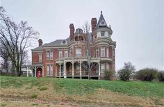 1889 Queen Anne - Atchison, KS - $259,000 - Old House Dreams Victorian Design, Victorian Homes, Slate Roof, Victorian Architecture, Old House Dreams, Woman Painting, Stained Glass Windows, Historic Homes, Queen Anne