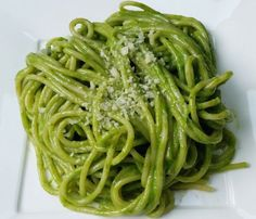 Peruvian Pesto (Tallarines Verdes) - a velvety and flavorful pesto sauce tossed with pasta to create a quick and tasty meal. Peruvian Dishes, Peruvian Cuisine, Peruvian Recipes, Tallarines Verdes Recipe, Pasta Recipes, Cooking Recipes, Water Recipes, Grilling Recipes, Drink Recipes