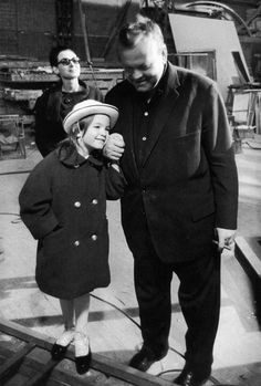 Orson Welles with his daughter Beatrice on the set of The Trial.