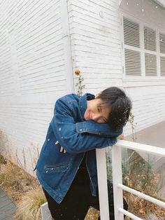 """""""威神V_TEN_李永钦: Dong Si Cheng helped me to take a few photos. Ah Cheng Cheng (t/n: cute way of saying Sicheng), thank you hahaha PHOTO BY younger brother WINWIN """" """"Translation: Seol @ FY! Lucas Nct, Winwin, Jaehyun, Nct 127, Place Of Birth, Twice Chaeyoung, Rapper, Ten Chittaphon, Nct Doyoung"""