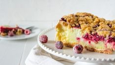 Pudingový koláč s malinami a posýpkou | Recepty.sk Tiramisu, Cheesecake, Pie, Ethnic Recipes, Cakes, Basket, Cheesecake Cake, Pinkie Pie, Cheesecakes