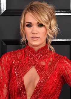 Seriously, Carrie Underwood's hair is my #hairgoal Grammy's 2017