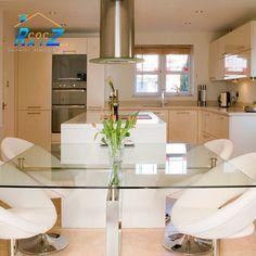 #COCHogar La mejor manera de limpiar  tu mesa de cristal es frotando con vinagre (o jugo de limón), secas con un papel de cocina y luego le sacas brillo con papel periódico. ¡ voilà!