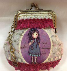 Monedero boquilla vintage con aplicación de muñeca. De elbauldeselegna.com