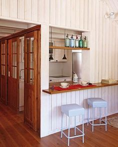 Small kitchen pass-through breakfast bar Bright Apartment, Small Apartment Kitchen, Attic Apartment, Kitchen Decor Items, Kitchen Themes, Small Apartments, Small Spaces, Kitchen Bar Design, Kitchenette Design