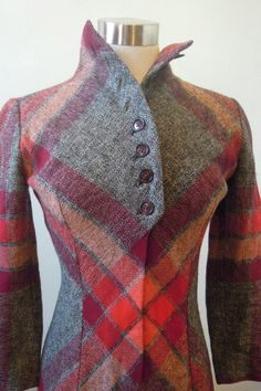 Who says that you can't do diagonals with princess seams? A fine example of how to break the rules. I just love the button details. A very clever garment.