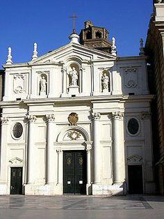 Fachada neoclásica de la Catedral de la Seo. Zaragoza