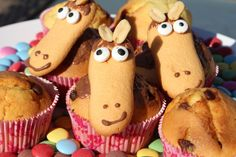DIY baking for the horse party: Homemade muffins as a birthday cake How cool are they ? Fondant Figures, Homemade Muffins, Horse Party, Party Buffet, Cupcakes, Indian Snacks, Food Humor, Cooking With Kids, Easy Snacks