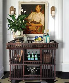 Bar cart styling the British colonial way Tropical Home Decor, Tropical Houses, Tropical Interior, Tropical Colors, Tropical Furniture, Tropical Style, Bandeja Bar, Urban Deco, West Indies Style