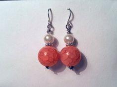 Acrylic Crackle Pink and White Earrings van YawningFox op Etsy