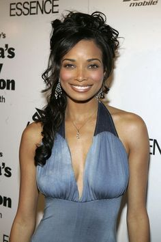 Rochelle Aytes - To complement her round face, Rochelle Aytes chose a half up, half down look and piled her loose curls on top of her head to elongate and add dimension to her round face. Beauty Full Girl, Dark Beauty, Black Celebrities, Celebs, Beautiful Black Women, Beautiful People, Simply Beautiful, Amazing Women, Rochelle Aytes