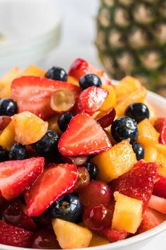 How to make the best easy fruit salad recipe for summer! Simple fruit salad recipe with honey lime dressing Homemade Fruit Salad, Fruit Salad Recipes, Dessert Recipes, Honey Lime Dressing, Fruit Dessert, Fruit Dishes, Honey Recipes, Summer Salads, Fresh Fruit