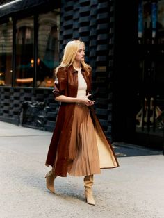 Skirts With Boots, Dress With Boots, Fall Skirts, Spring Fashion Outfits, Autumn Fashion, Colourful Outfits, Modern Fashion, Rock, Boot Outfits