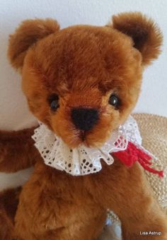 Artist teddybear Winnie 14,5 inch / 37 cm   All of my bears are 100% hand made .  Artist Teddy Bear Winnie is 14,5 inches / 37 cm, he is a collectible OOAK Artist mohair Teddy Bear, the mohair is copper, swirly and dense. He is the cutest little bear you can think of, ready for you hugs.  One of a kind teddy bear Winnie is constructed from my own pattern and has ultra blue suede pads, he is 5 way cotterpin jointed.  He is sewn in a vintage style.  Sewn by me Lisa Astrup in my studio...