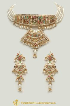 Jewelry OFF! Jadau Multi Pearl Choker Necklace Set By Punjabi Traditional Jewellery Jewelry Design Earrings, Gold Earrings Designs, Gold Jewellery Design, Pendant Jewelry, Jewelry Bracelets, Hyderabadi Jewelry, Bridal Jewelry Vintage, Antique Jewellery Designs, Indian Jewelry Sets