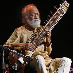 Morre Ravi Shankar, mestre da cítara e pai de Norah Jones, que influenciou bandas como Beatles e Grateful Dead:  http://rollingstone.com.br/noticia/morre-aos-92-anos-ravi-shankar/
