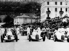 The grid is complete just before the start of the Monaco GP in Luigi Fagioli ( will win the race. Mercedes-Benz Luigi Fagioli, 1935 Monaco GP, item limited edition of 2000 pieces Louis Chiron, Malaysian Grand Prix, Italian Grand Prix, Classic Race Cars, Automobile, Daimler Benz, Monaco Grand Prix, Vintage Race Car, Rare Photos