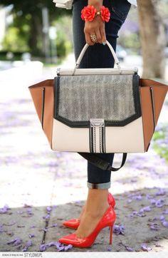 IN-DIS-PEN-SAB-LE ! Retrouvez vos marques préférées sur Nouvelle Collection #nouvelleco #bagforlife #fashion #indispensable